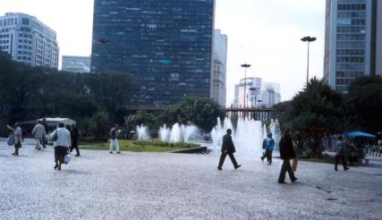 caminhando-sp-medium.jpg
