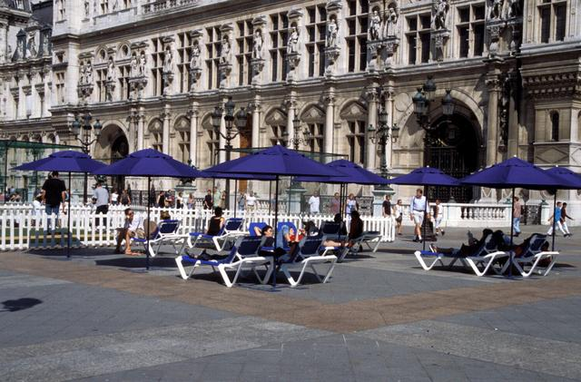 paris_plage_city_hall_xlarge