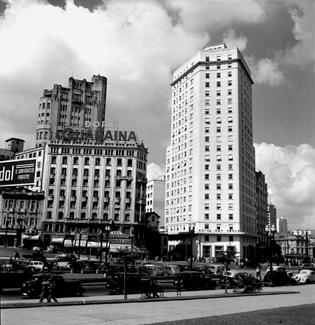 praca-das-bandeiras-e-hotel-sao-paulo-1940-46