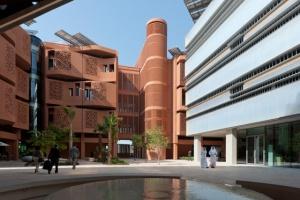 Praça construída no Masdar Institute Fonte: site oficial da cidade
